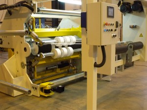 Slitter for nonwoven laminated product with surface and center winding
