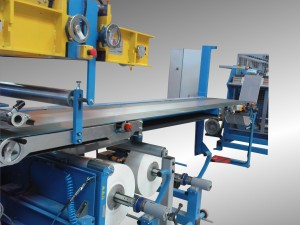 Conveying line with automatic winder for extruded rubber